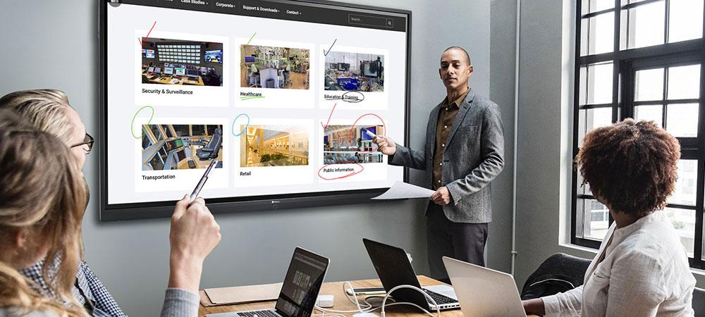 Интерактивная панель в переговорной