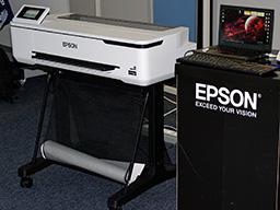"""Epson SureColor SC-T3100, T3100N. Вид спереди справа возле ноутбука"""""""