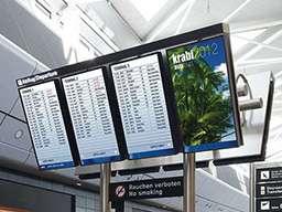 Табло на стойке из 4 вертикальных экранов