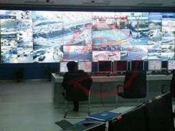 Видеостена из 18 мониторов стандартной рамки в центре управления